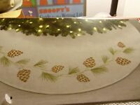 Jaclyn Smith Tree Skirt Christmas Tidings Pinecones 48 Inch