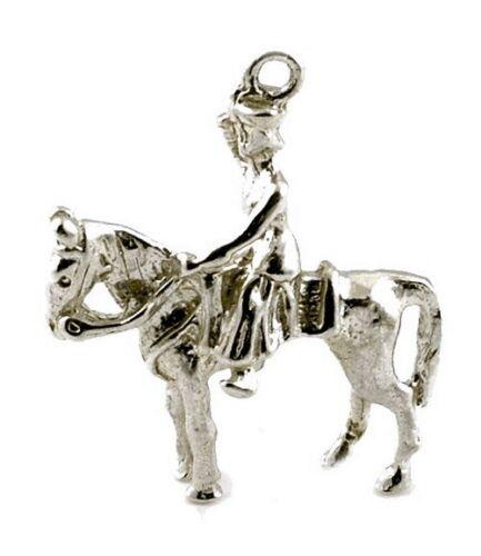 Reina de a caballo de plata esterlina encanto