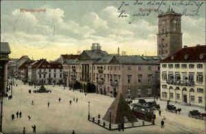 Karlsruhe-alte-Ansichtskarte-1905-15-gelaufen-Marktplatz-Strassenbahn-Pyramide