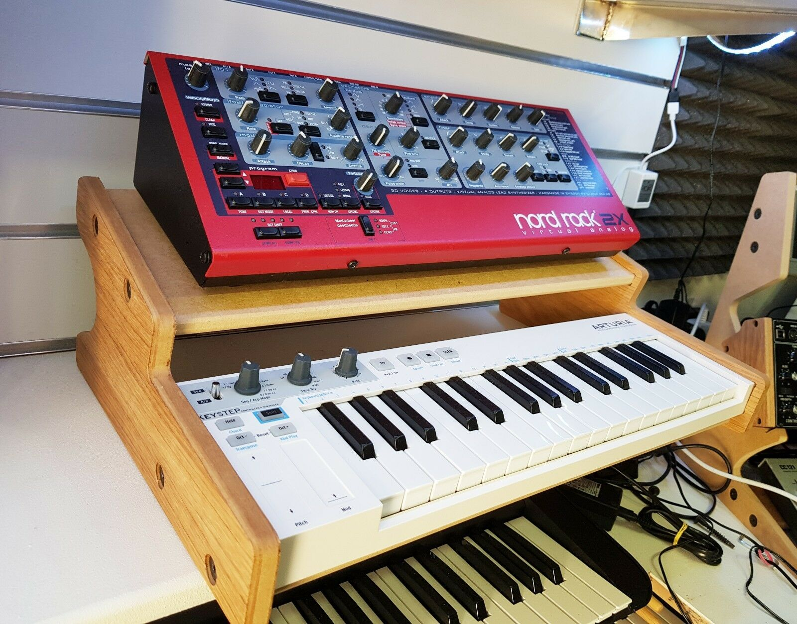 OAK VENEErot ARTURIA KEYSTEP STAND WITH ADDITIONAL SHELF FROM SYNTHS AND WOOD