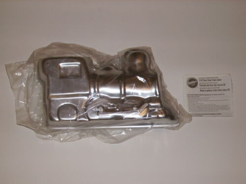 NEW WILTON CHOO CHOO 3-D 3D TRAIN THOMAS THE TANK ENGINE CAKE PAN MOLD 2105-2861