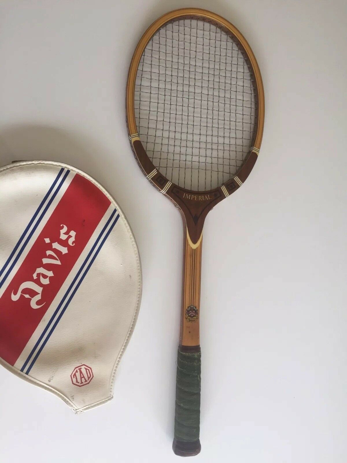 Vintage VICTOR DAVIS IMPERIAL Tennis Raquet, Made in the USA, Nice Zipped Cover