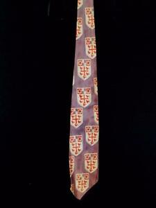 RARE-VINTAGE-1950-039-S-LAVENDER-RED-WIDE-SATIN-RAYON-TIE-WITH-CREST-53-034-X-3-1-2-034-W