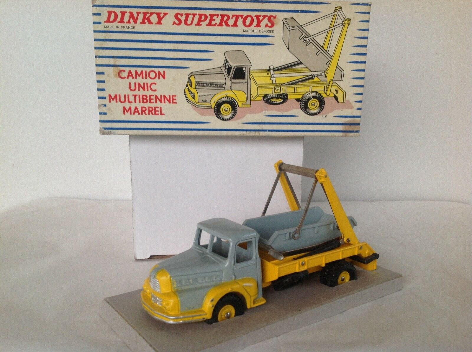 DINKY TOYS FRANCE N° 895  CAMION UNIC MULTIBENNE MARREL JANTES CONCAVES