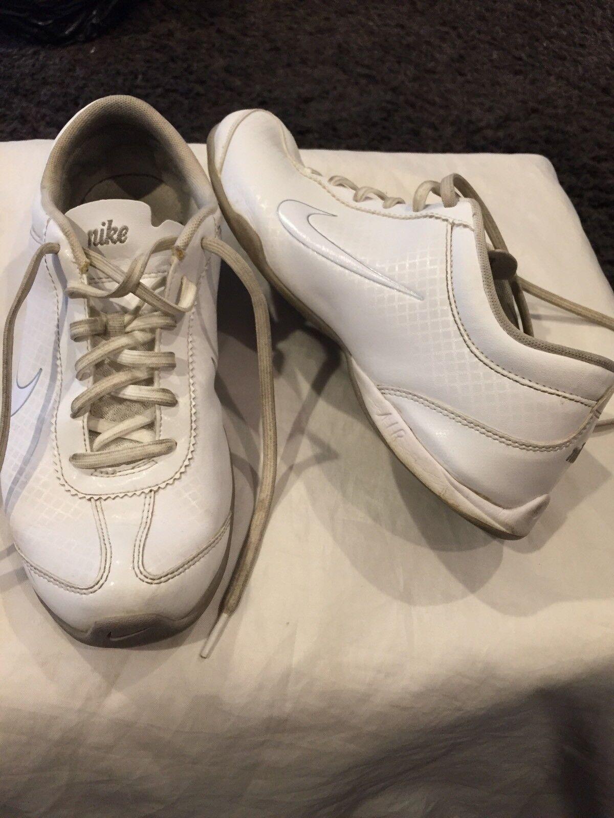 Nike - scarpa (sz9     euro39)  buono stato  | Bel design  | Scolaro/Signora Scarpa  55e45d