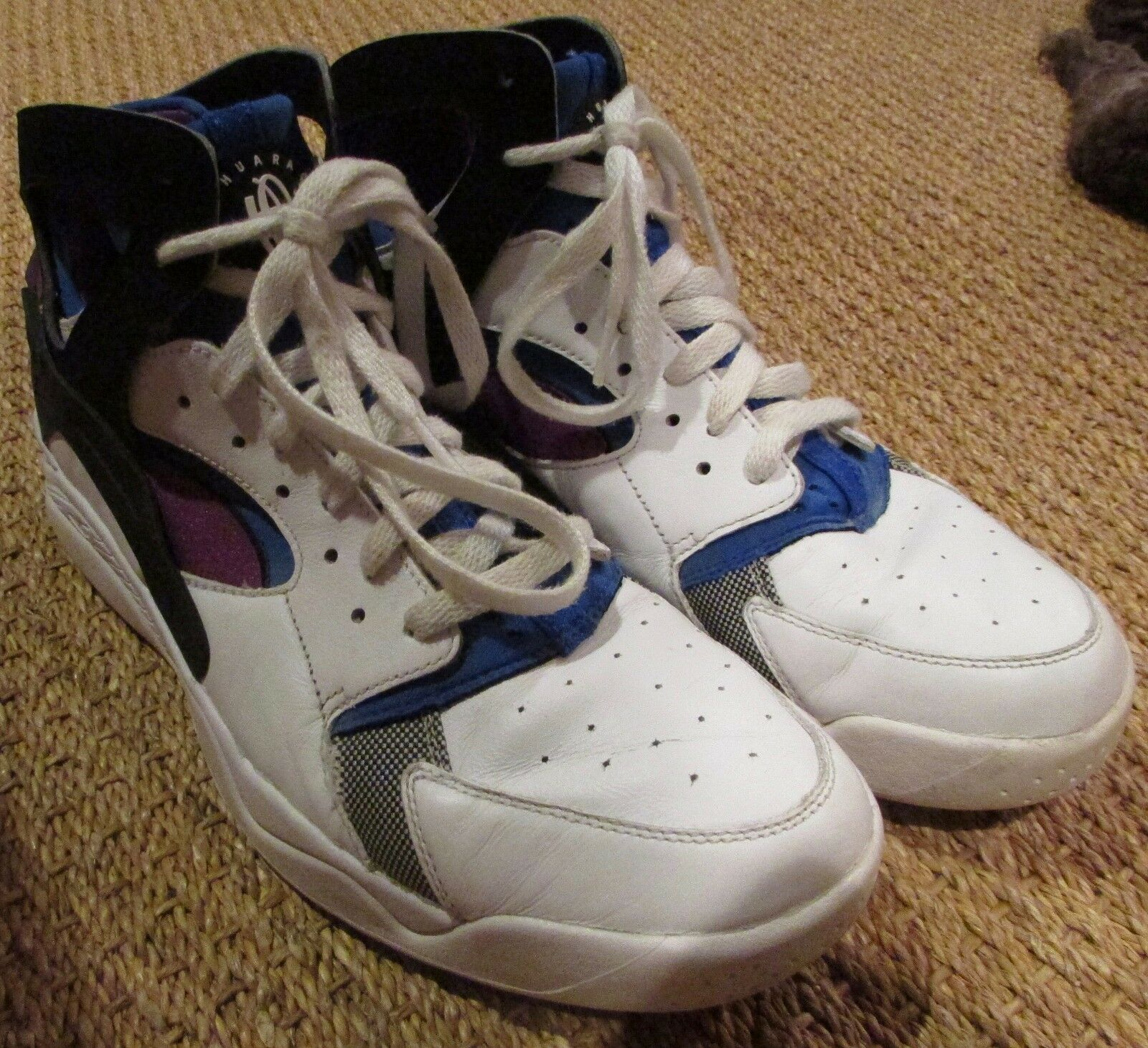 Nike Air Flight Huarache Prem QS Basketball shoes 686203-100 Size 10