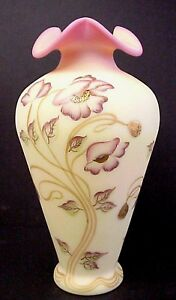 Fenton-Glass-Connoisseur-Poppies-On-Burmese-12-1-2-034-Vase-Limited-Edition-1225
