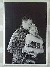 MARILYN MONROE POSTCARD 1957 embracing Laurence Olivier Prince & the Showgirl