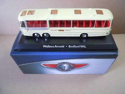 1:72 Atlas Bus Collection Bedford VAL Wallace /& Arnold lightyellow