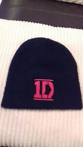 One-direction-official-fleece-Beanie-hat-FREE-25mm-pin-badge