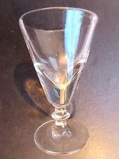 Verre à absinthe épais, évasé, sur pied large signé du T de Thouvenin VIERZON