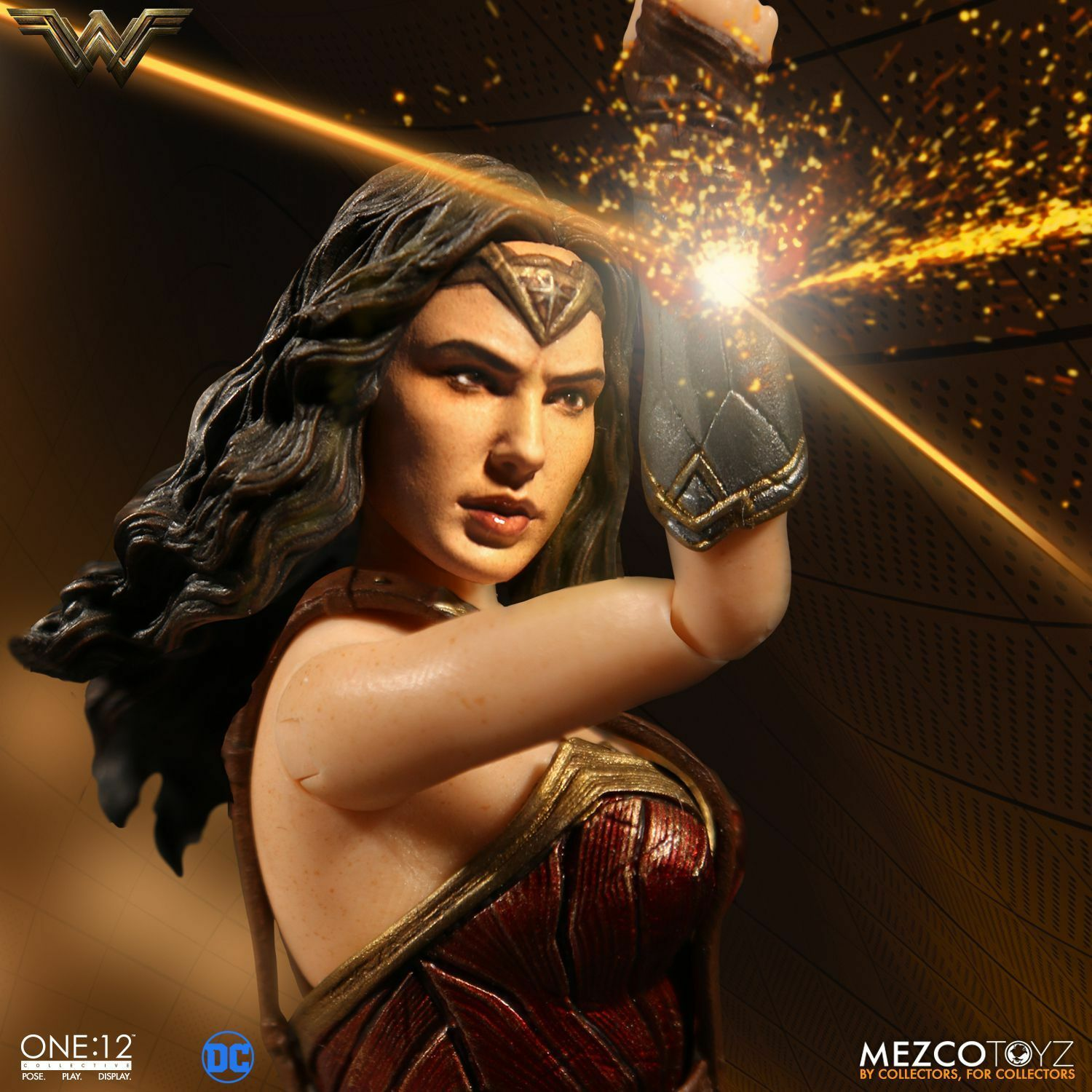 Mezco Toyz One 12 Collective DC Comics Wonder Woman 1 12 Scale 6  Figure In Hand