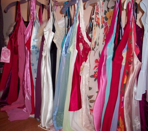 Lot of 10 20 50 or 100 Mixed Womens Juniors Clothes Wholesale Resale Consignment
