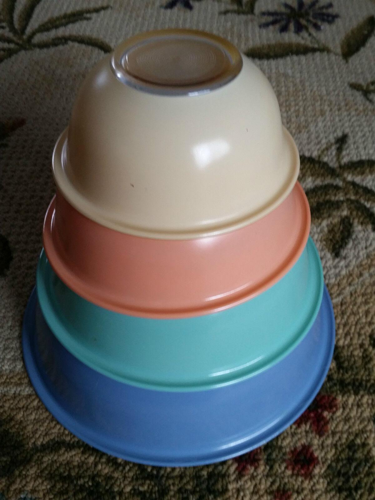 Pyrex Nesting Set of 4 Bowls  0206-186