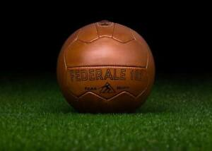The-official-ball-of-the-1934-FIFA-World-Cup-in-Italy-FEDERALE-102