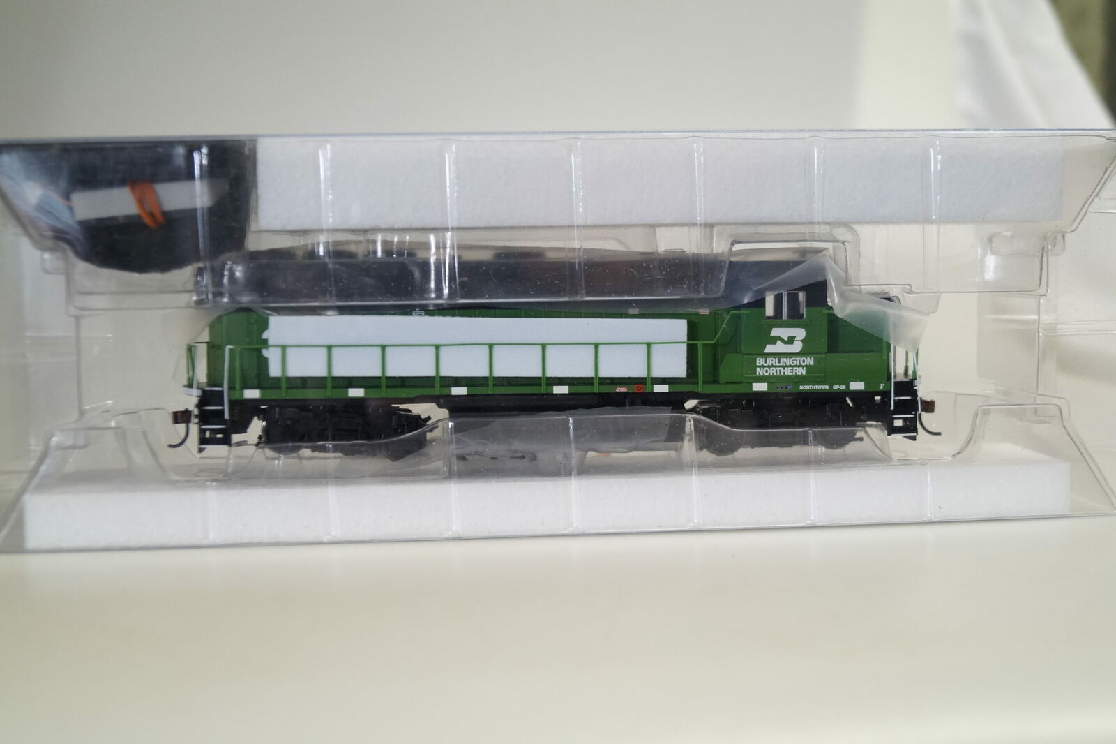 1 87 Athearn US-Lok GP50 Ph.I BN  3104, top ovp