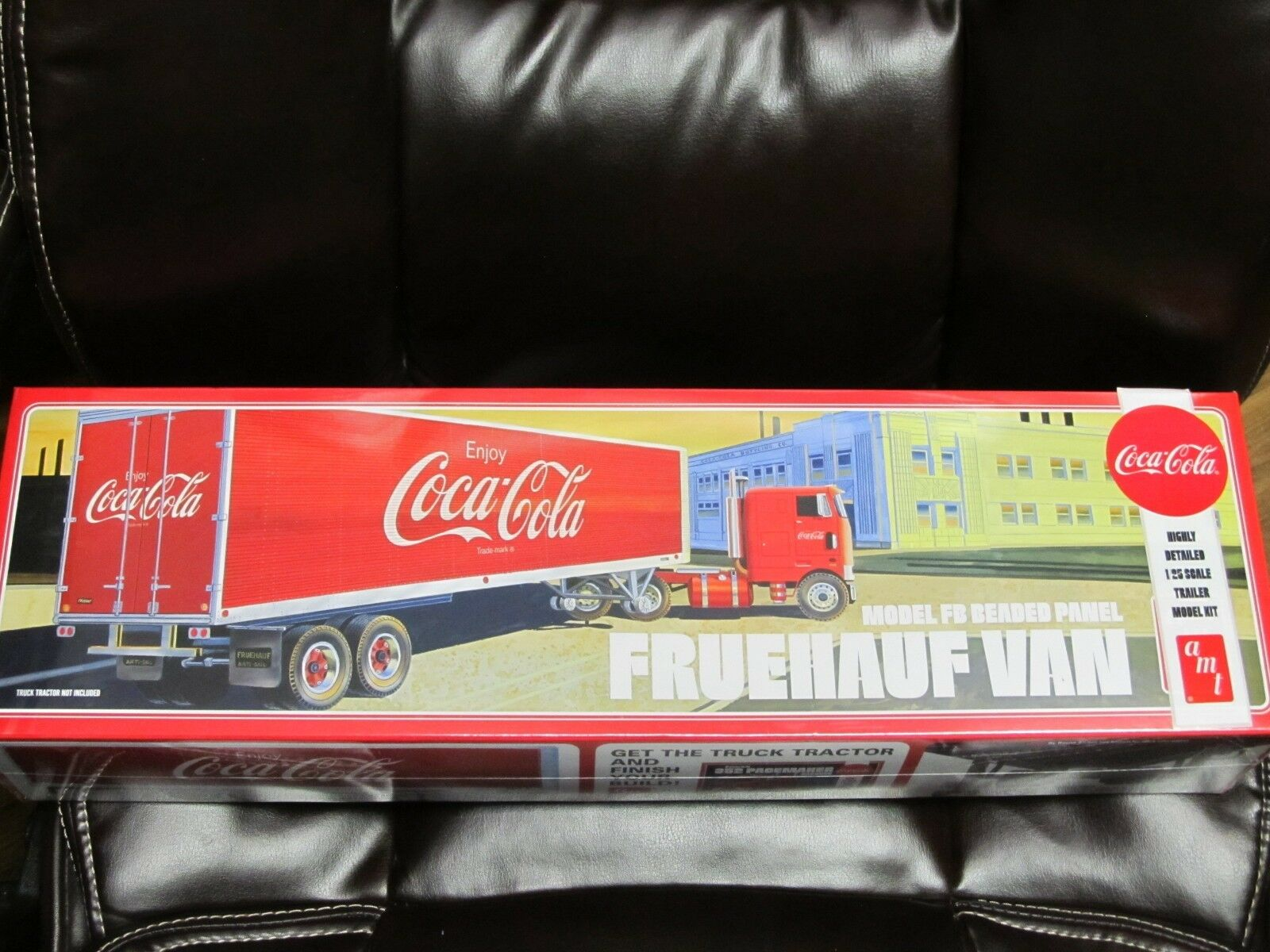 AMT 1109 Fruehauf Beaded Van trailer kit.  Coke Cola.  1 25th scale.  Sealed.