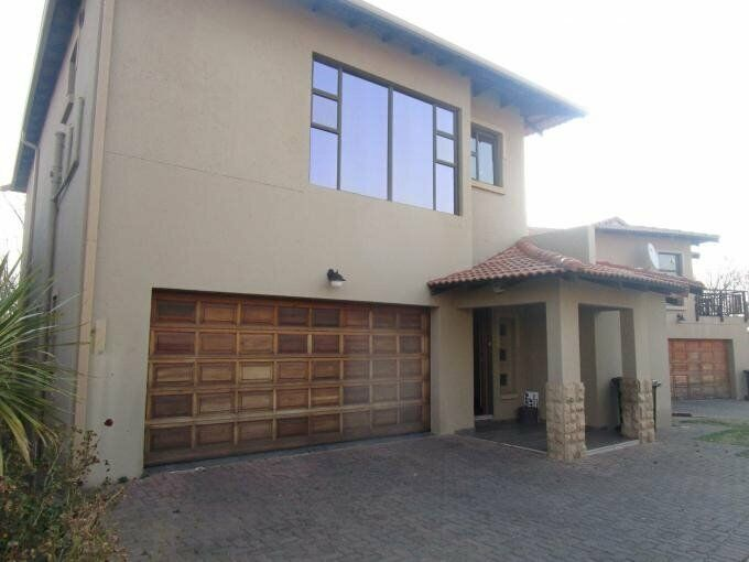 3 Bedroom with 3 Bathroom House For Sale in Three Rivers Gauteng