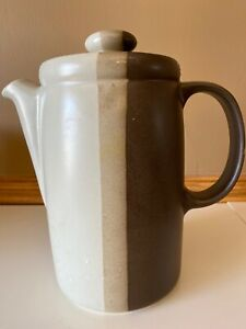 Vintage-McCoy-Pottery-Sandstone-Tan-amp-Brown-Stripe-Coffee-Pot-with-lid-9-034-tall