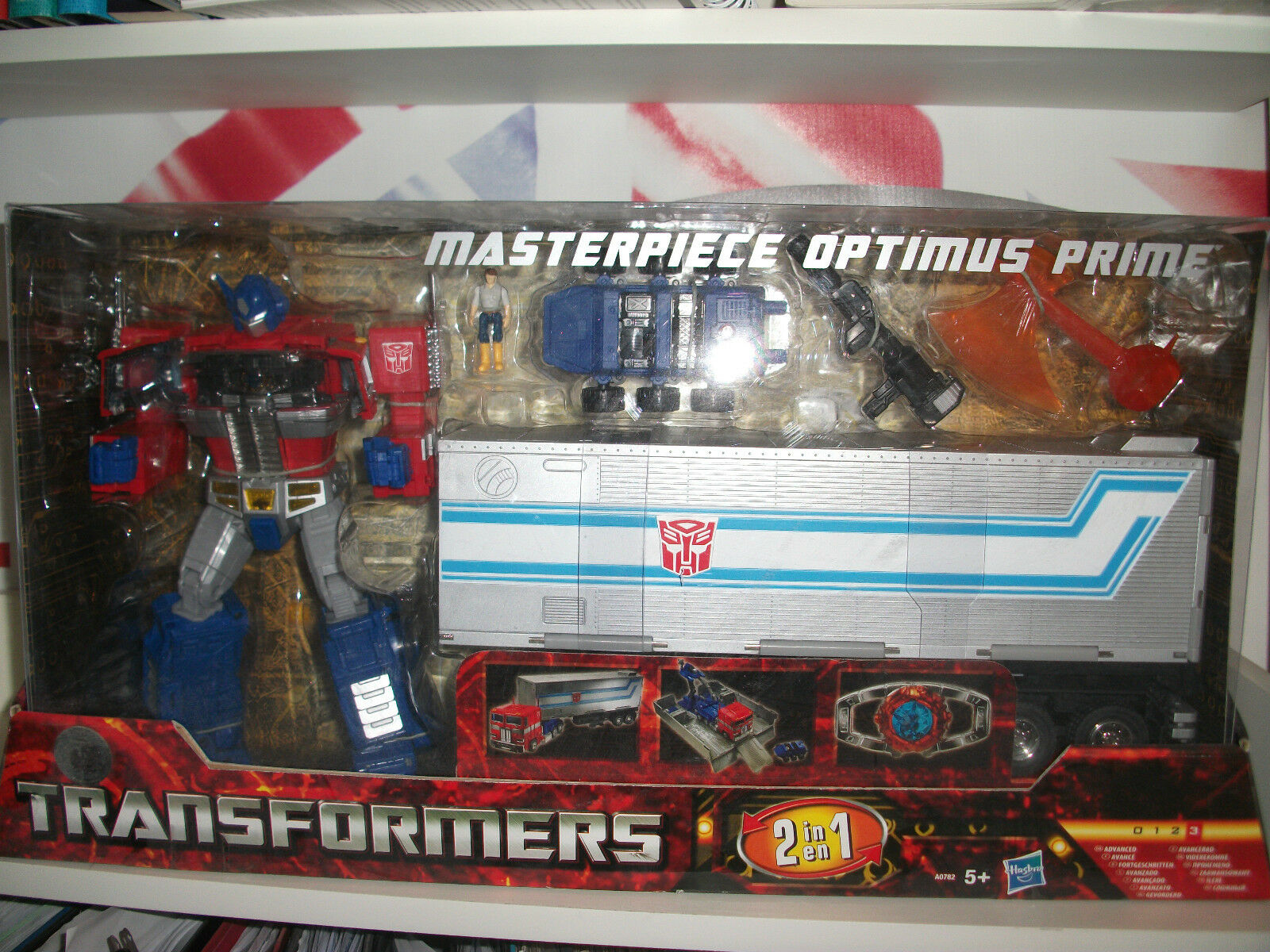 Transformers masterpiece OPTIMUS PRIME toys r us exclusive.HASBRO MINT SEALED