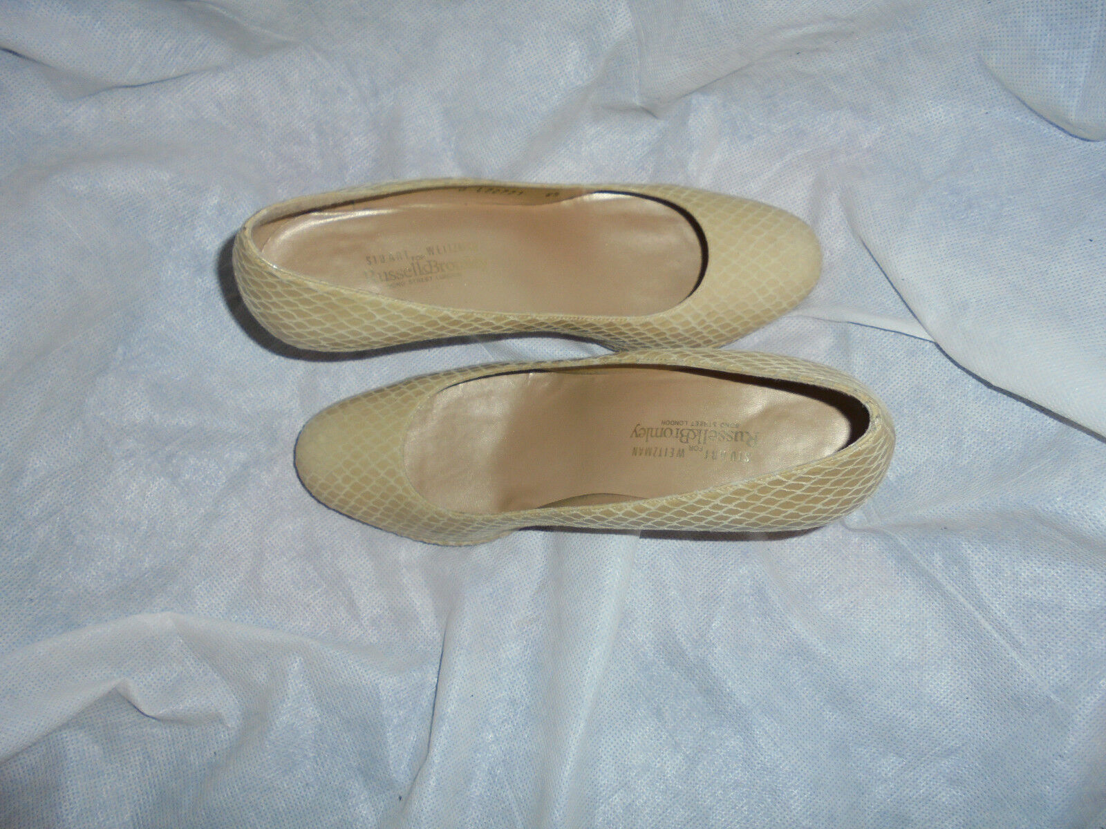 RUSSELL & BROMLEY BY SW WOMEN BEIGE LEATHER SLIP ON SHOE SIZE UK6. 5 EU 39.5 VGC