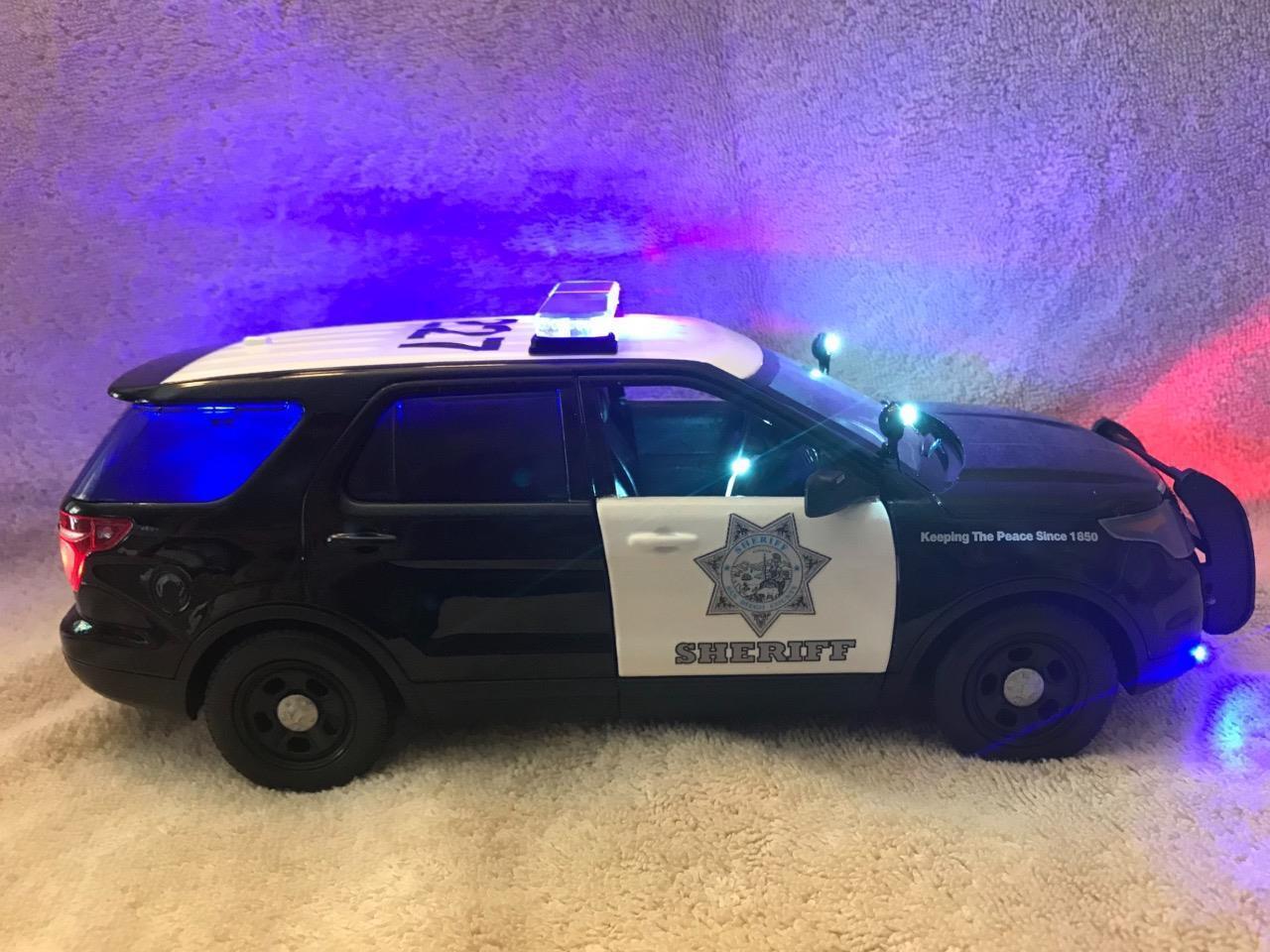Diecast Escala 1 18 Modelo de San Diego Sheriff SUV con luces y sirena de trabajo