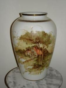 DeLuxe-Inc-USA-Hand-Painted-signed-13-034-Milk-Glass-Vase