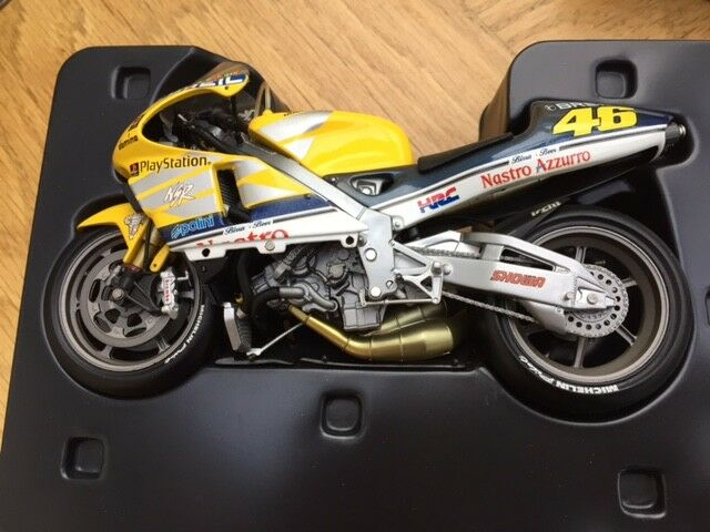 MINICHAMPS 122 006146 006146 006146 HONDA NSR 500 model bike Vale Rossi 500cc GP 2000 1 12th 09b8de