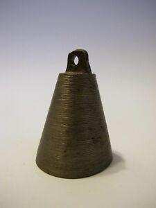 Vitrinenobjekt  Dekoration Ältere massive Bronze Glocke 7,5 cm hoch