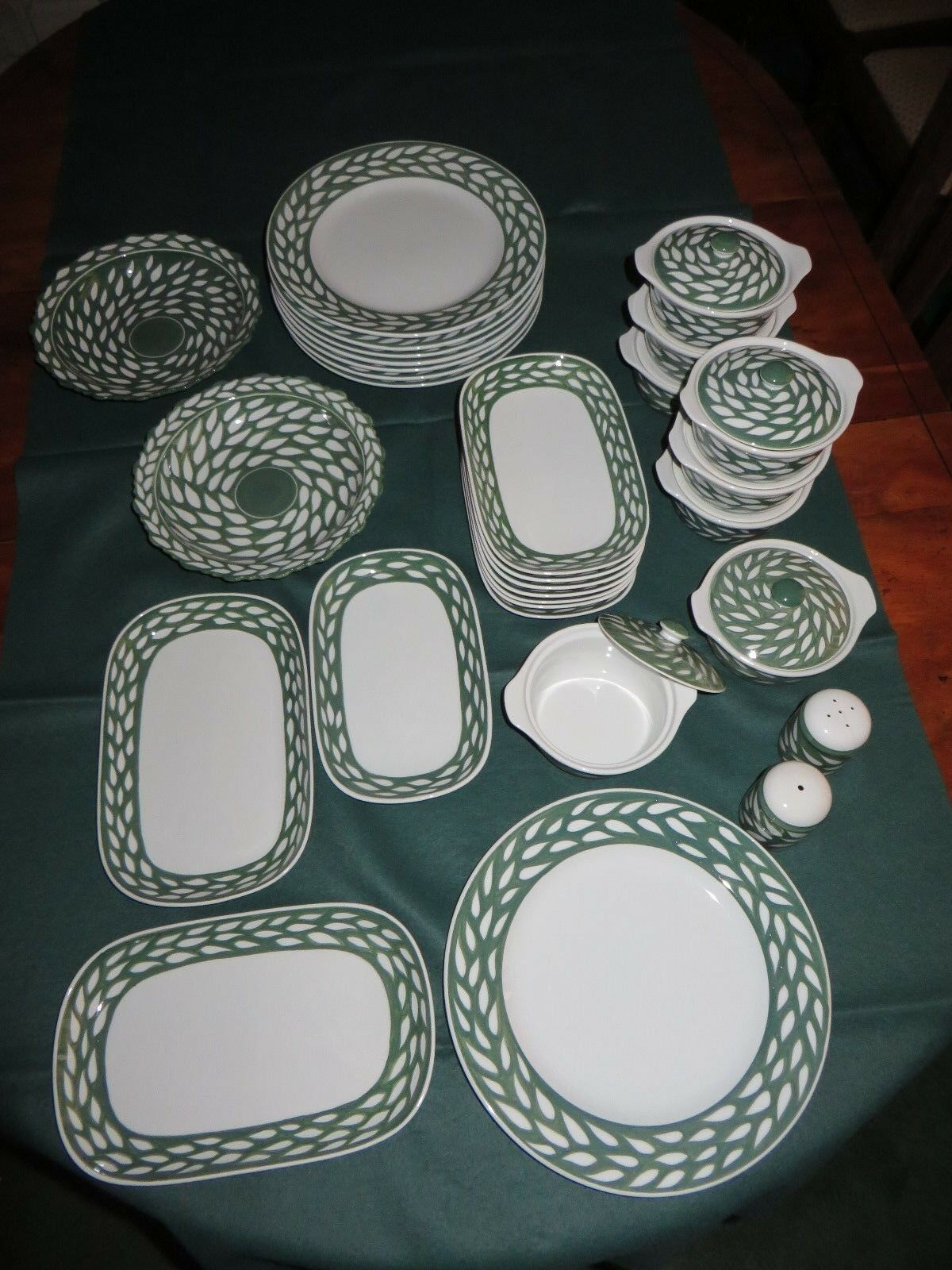 NEW - 29 pcs HANDPAINTED THAI GREEN & WHITE DINNER SERVICE FOR 8 PERSONS (GWL-1)