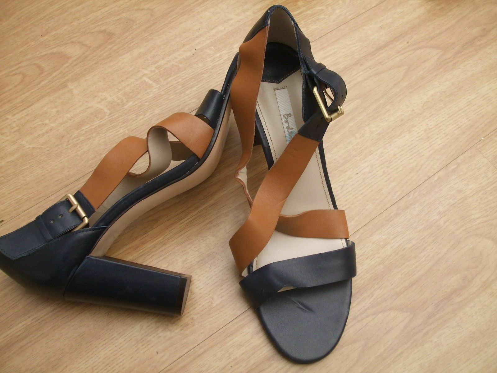 BODEN  NAVY + BROWN COLOUR  LEATHER COLOURBLOCK HEELS  SIZE 42==8.5  BNWOB