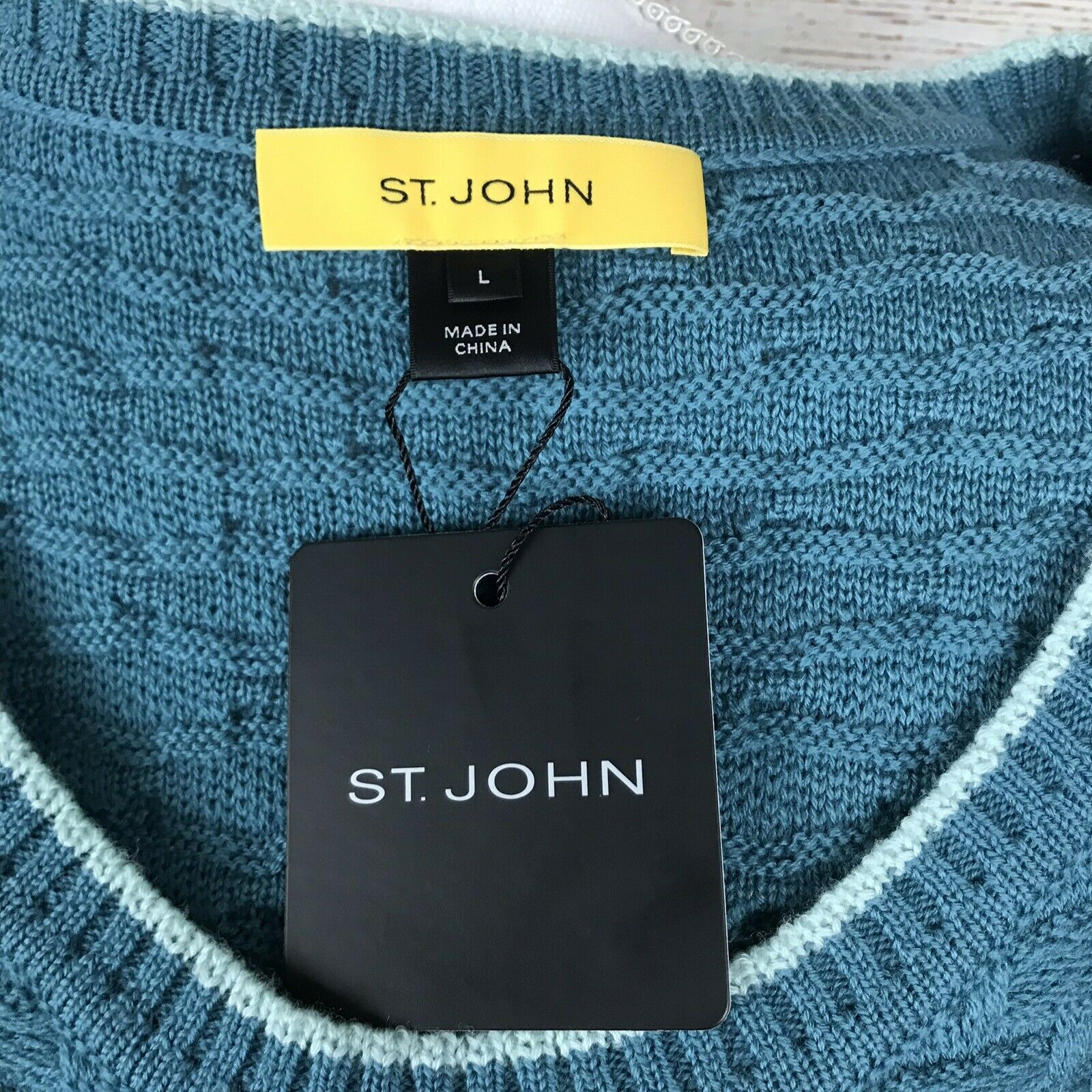 St. St. St. John Size Large Wool Sleeveless Knit Sweater 8a87f0