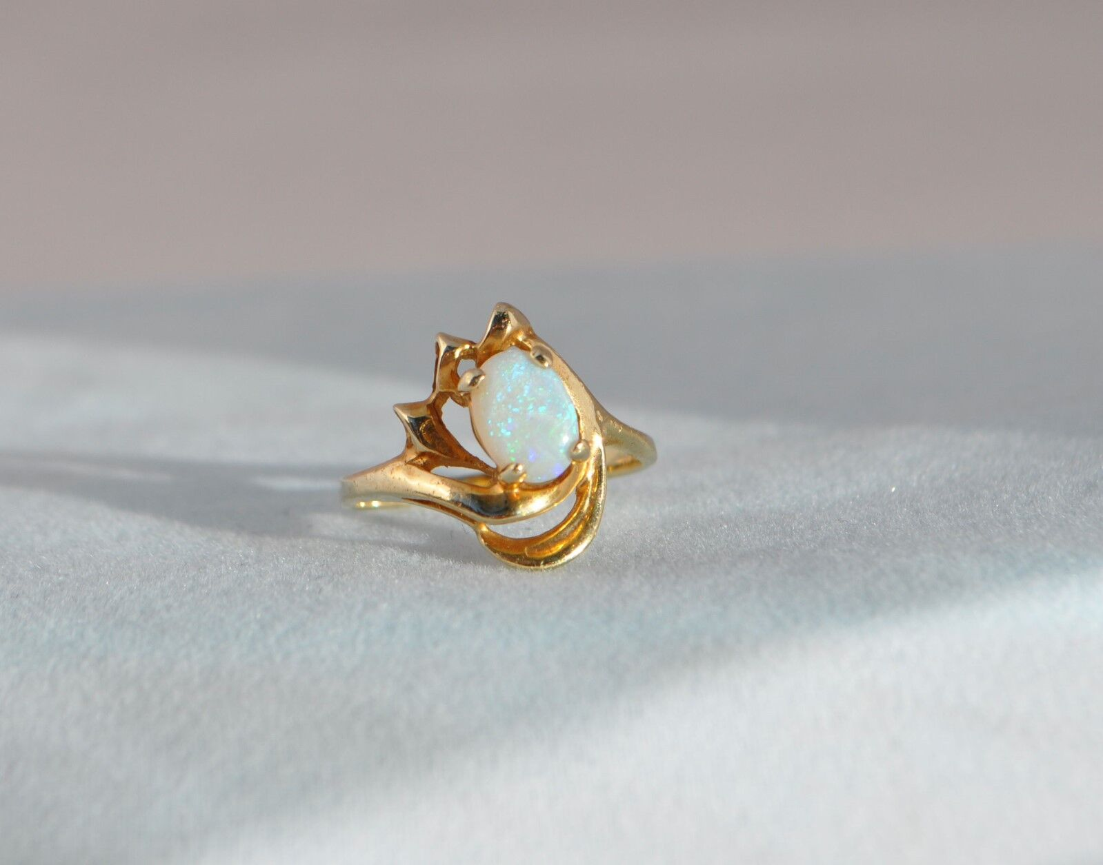 VINTAGE 14K SOLID YELLOW gold NATURAL OPAL RING - OVAL