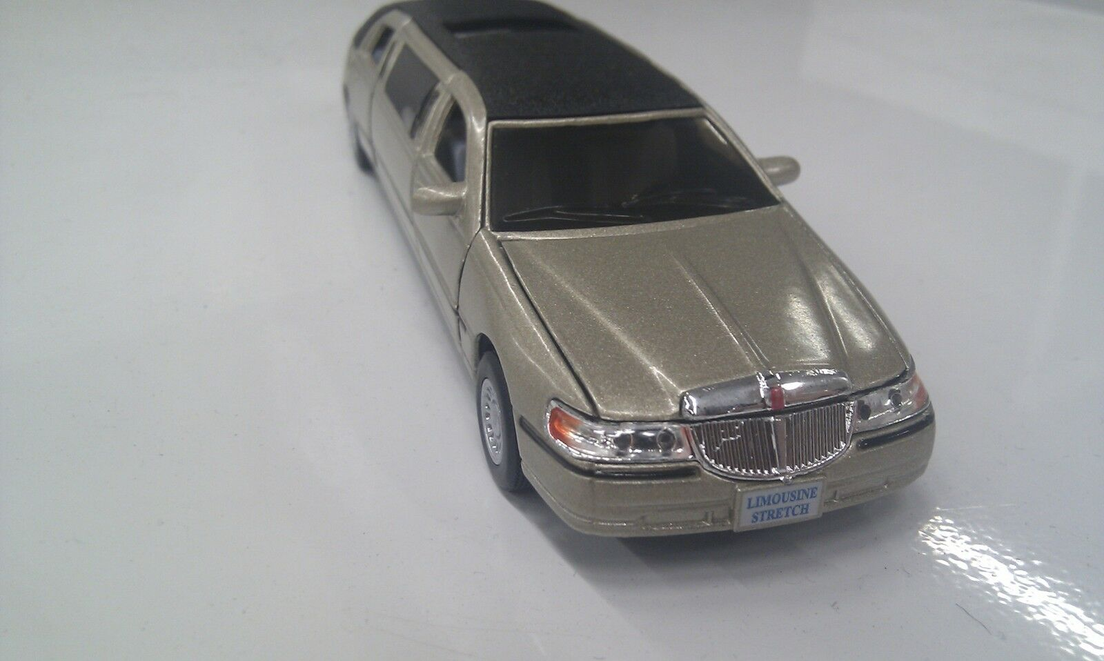 Lincoln town car stretch limousine kinsmart golden toy model diecast 1 38 scale