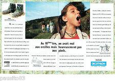 PUBLICITE ADVERTISING 125  1996  les chaussures de marche Décathlon (2p) MAYA