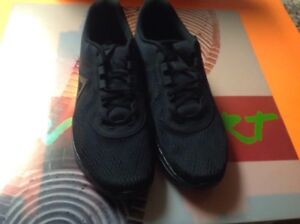 84bd472fbb6 New Reebok Astroride Run Edge Mens Sz 11 Solid Black Running Shoes ...