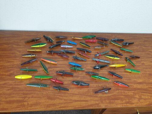 Bundle of 54 vintage en bois porcelaine pêche leurres Ligne à travers