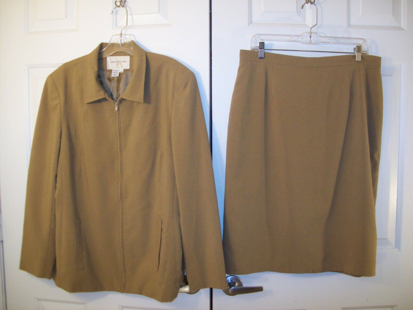 Jones New York lined 100% polyester skirt suit size 16