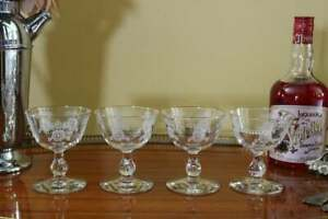 Set-of-4-Vintage-White-Rose-Cocktail-Glasses-Coupes-Cordials-Liqueur-Sherbet