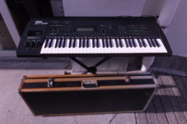 Yamaha SY77 Vintage Synthesizer Keyboard SY 77 U720 190904