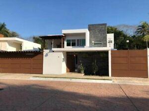 Residencia nueva con excelentes acabados y alberca techada (R-310)
