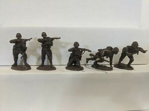 Conte-WWII-U-S-GI-039-S-Bloody-Omaha-5-Figures-Dark-Brown-Color-1-32-C