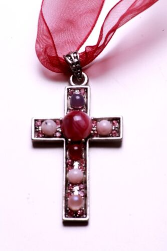 LADIES STUNNING LACE CROSS NECKLACE UNIQUE PINK ABSTRACT STONES ZX15