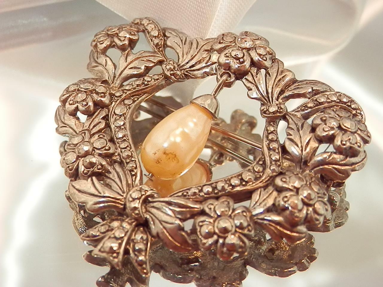 Detailed Ornate Heart Rhinestone Dangling Faux Pe… - image 4