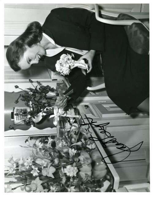 JANET LEIGH PSA DNA Coa Hand Signed 8X10 Photo Autograph Authentic