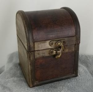 Treasure Little wooden box