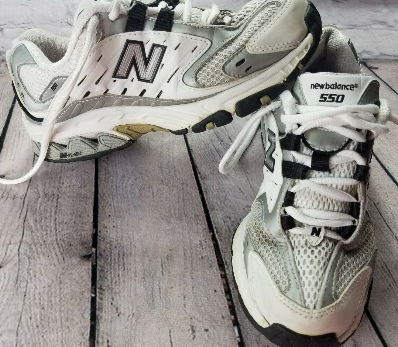 Womans Look New Balance WX550WB Tennis Shoes White Vintage 90s Look Womans Very Nice Blue 5 b9b5c6