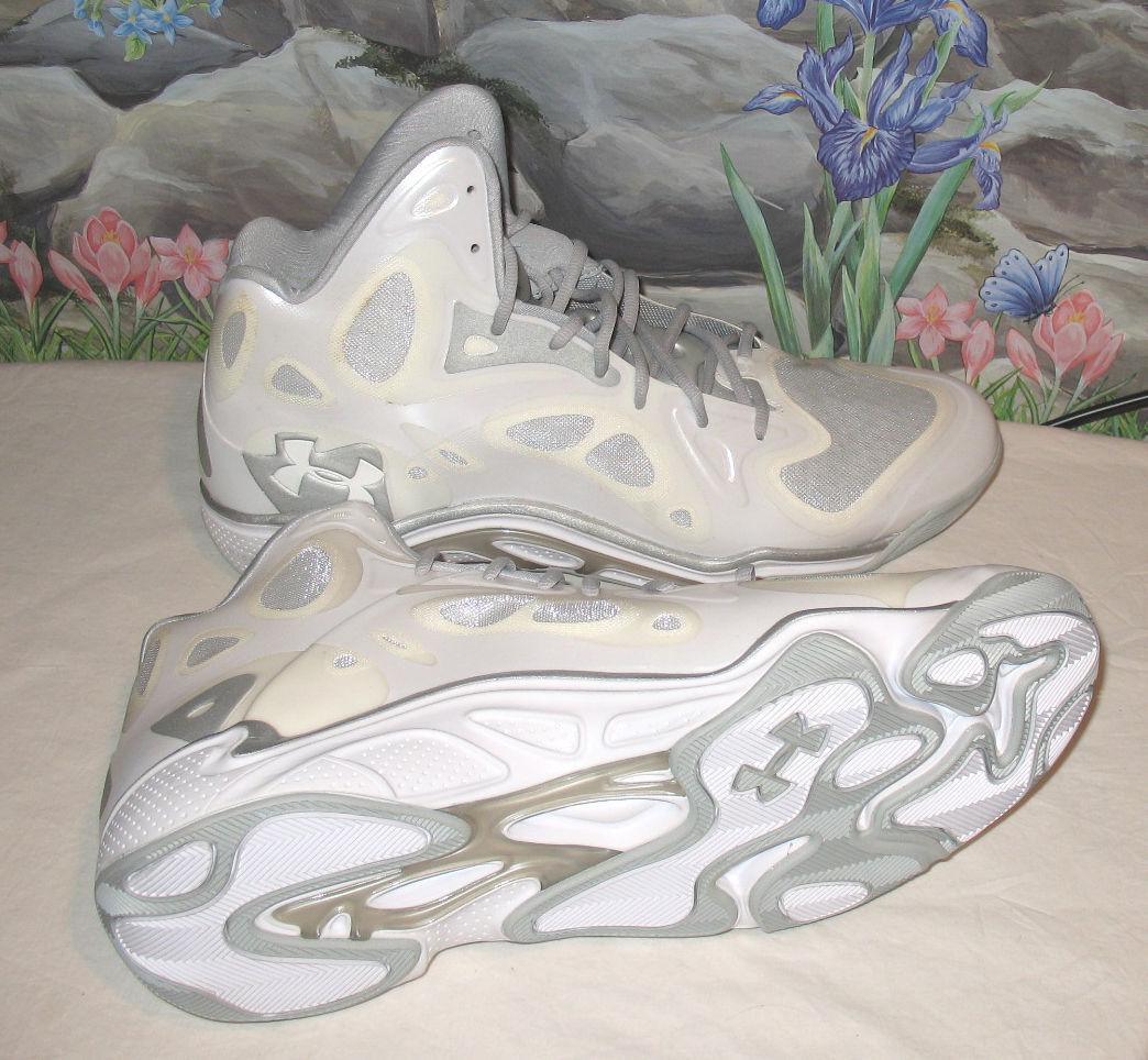 New UNDER ARMOUR Anatomix Micro G Uomo Basketball Shoes Scarpe da Ginnastica bianca sz 17