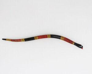Schlange-aus-Holz-Korallenotter-ca-34cm-FAIR-TRADE-aus-Chile-beweglich