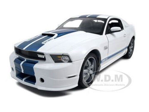 2011 FORD SHELBY MUSTANG GT 350 WHITE 1 18 MODEL BY SHELBY COLLECTIBLES SC351